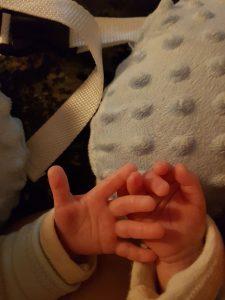 Händchen-Halten beim Stillen