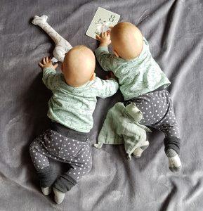 Die Zwillinge sind jetzt 8 Monate alt. Omg sie wachsen und wachsen und sind ganz bald keine Babys mehr.